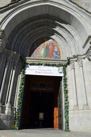 Re - porta Santa del Santuario della Madonna del Sangue