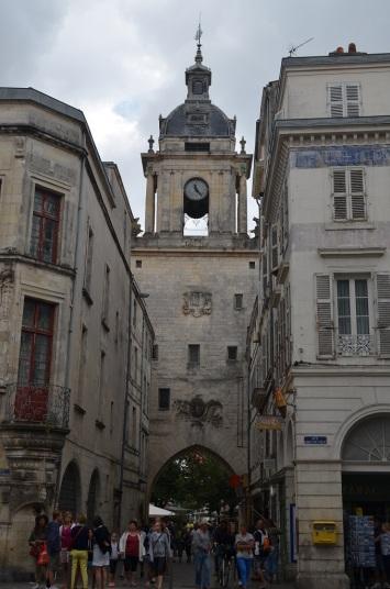 La Rochelle - Porta con orologio
