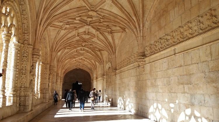 Portico del chiostro del Monastero dos Jeronimos Lisbona