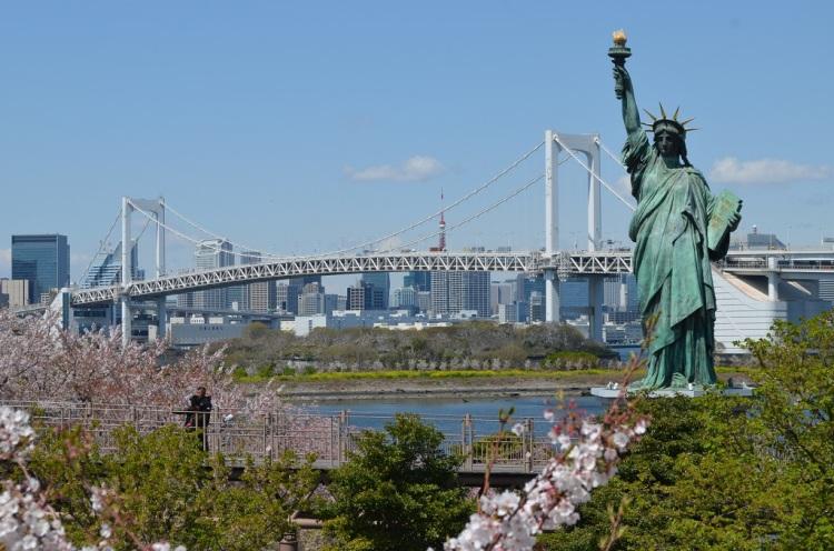 Statua della libertà e Rainbow bridge