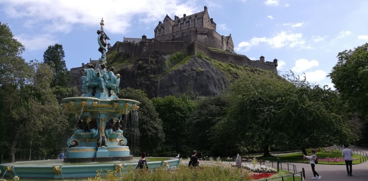 Ross Fountain  e il castello Edimburgo