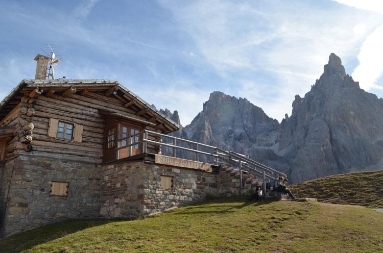 Baita Segantini e le Pale di San Martino