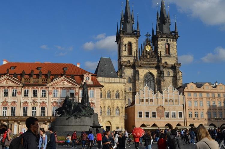 Chiesa di Santa Maria a Tyn e statua di Hus - Praga