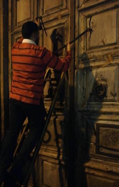chiusura del Santo Sepolcro - Gerusalemme
