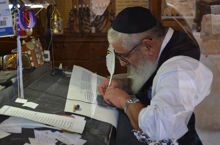 La trascrizione dei testi sacri a Masada