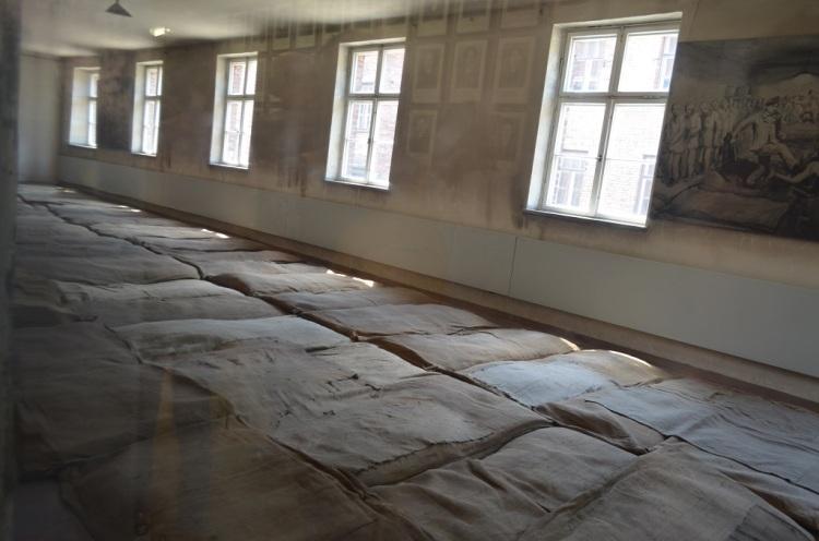 ...e si dormiva così -Auschwitz