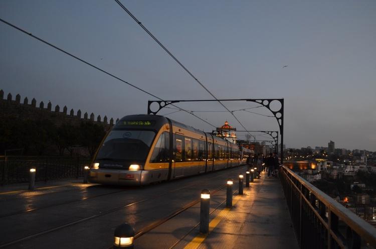 Metropolitana sul Ponte Dom Luis I - Porto