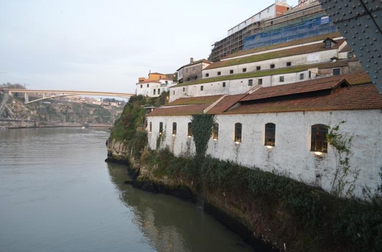 la cantina vista dal fiume Cantina Burmester -Vila Nova de Gaia